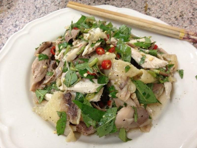 2013-08-12: ยำไก่สูตรเวียดนาม ครั้งแรกที่ได้ทาน ชอบมาก น่องไก่นำมาฉีกเป็นชิ้น