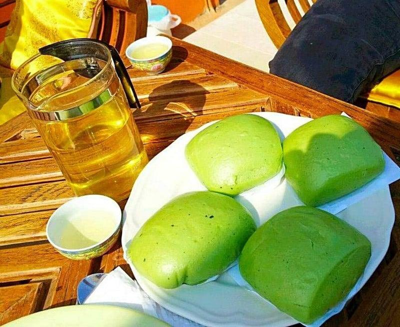 ชาเขียวยอดอ่อนร้อนๆปะทะหม่านโถวอุ่นๆ ฟินมากคะ