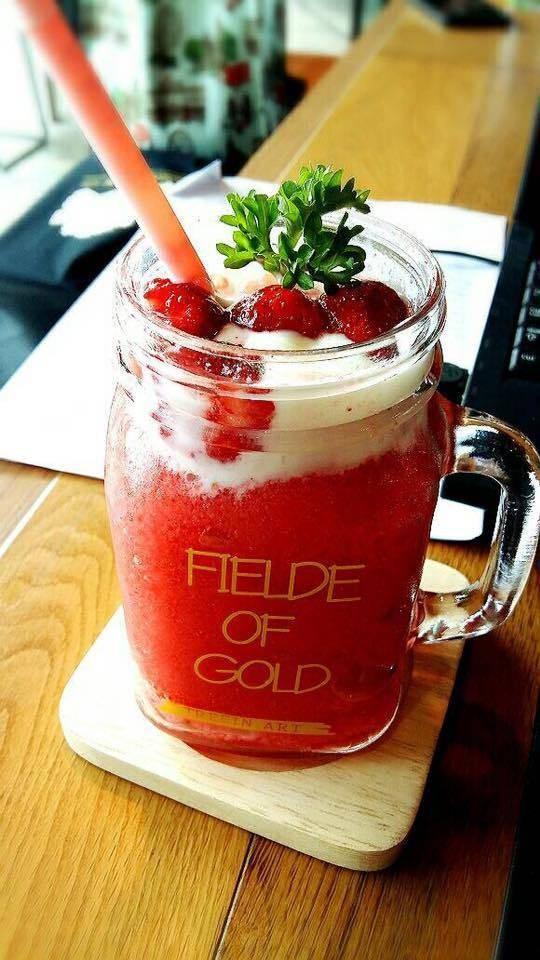 Strawberry Smoothies With Yogurt