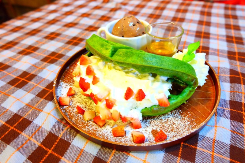 Fruity waffle ( greentea waf. with choc. icecream)