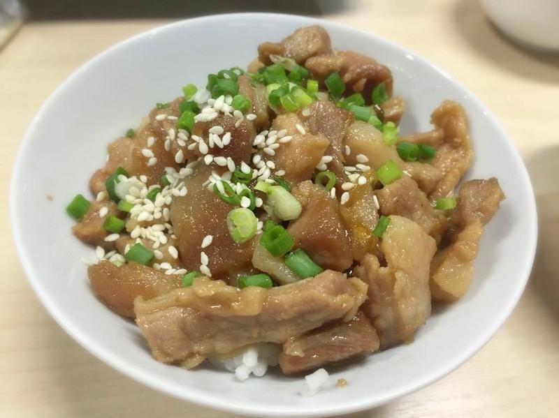 ข้าวหน้าหมูญี่ปุ่น