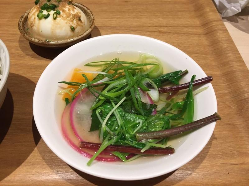 นาเบะผักสด ใส่ซอสยูซึเพิ่มรส