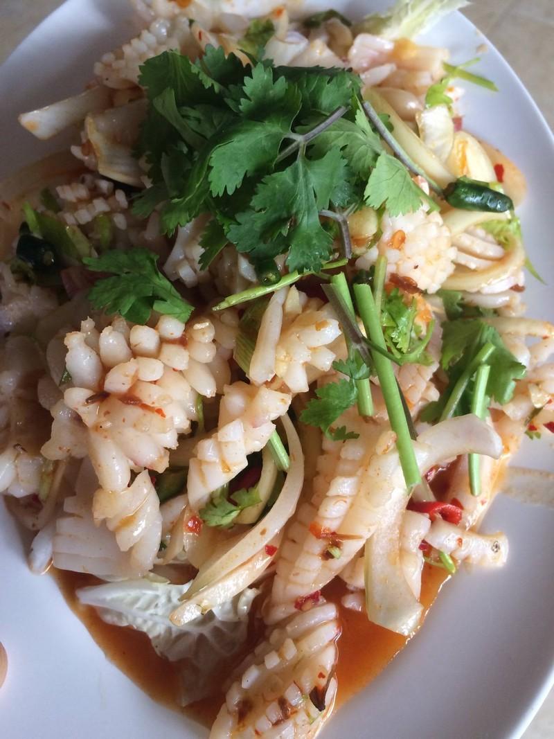 ยำปลาหมึก Spicy Squid Salade