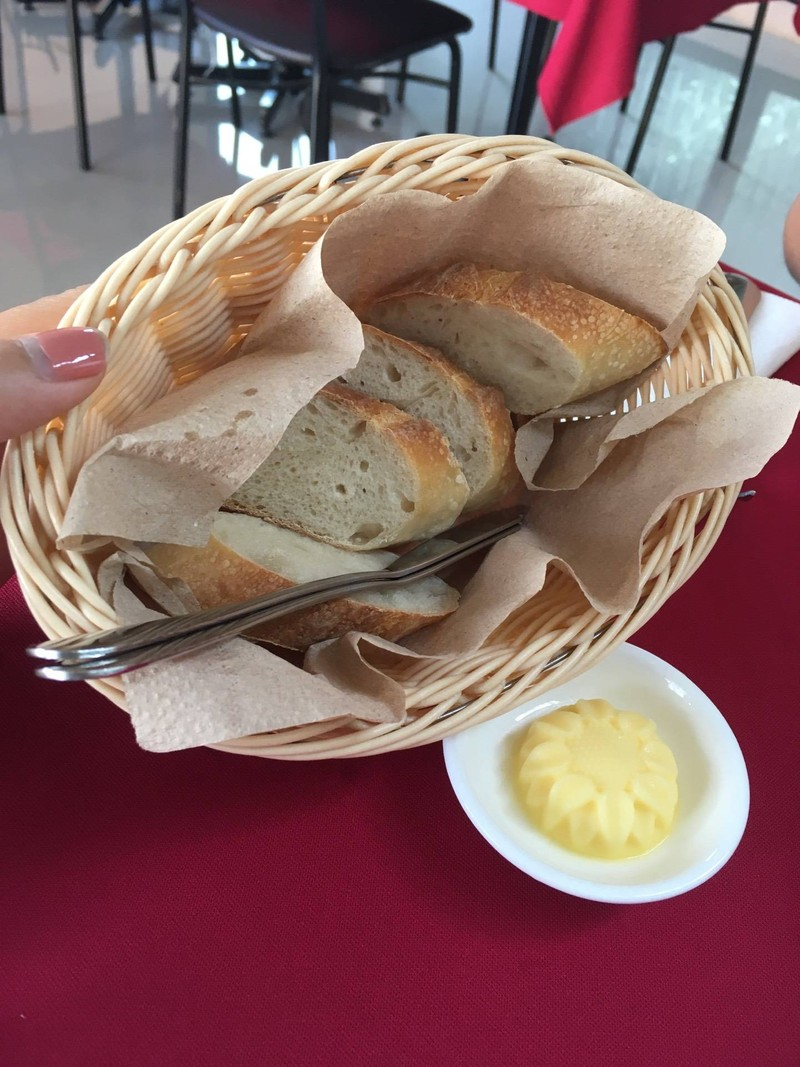ขนมปังเสริฟ์ฟรี