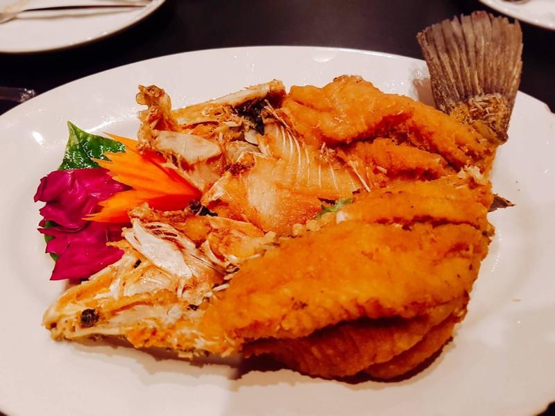 ปลากะพงทอดแช่น้ำปลา(470บ.)