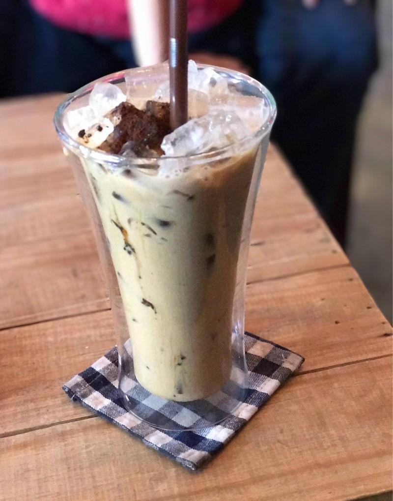 กาแฟเย็นต้นกล้า  เข้มข้นมากๆ  อร่อยครับ  อย่าลืมบอก ลดหวานลงนิดจะดีมากขึ้น