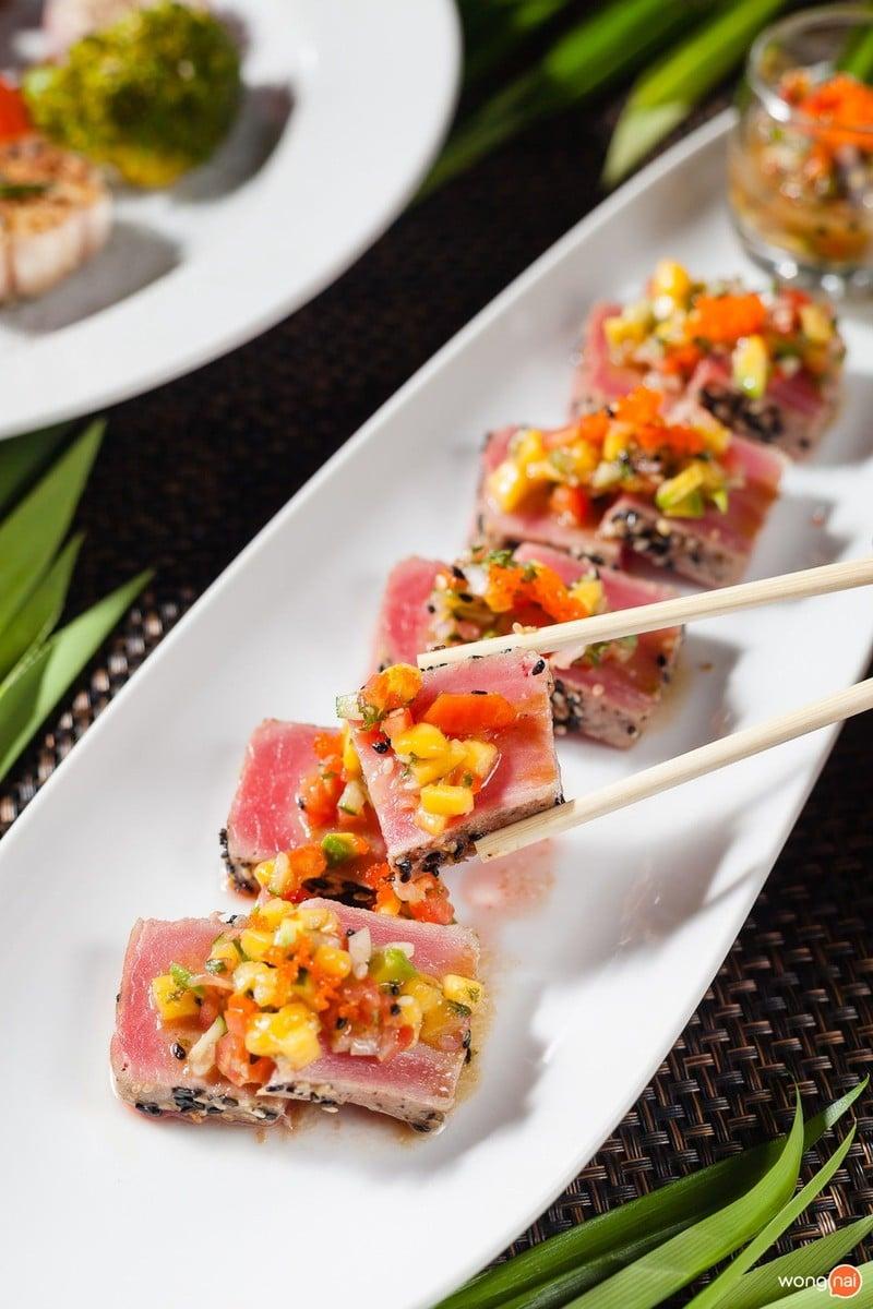 Seared Tuna with mango sauce