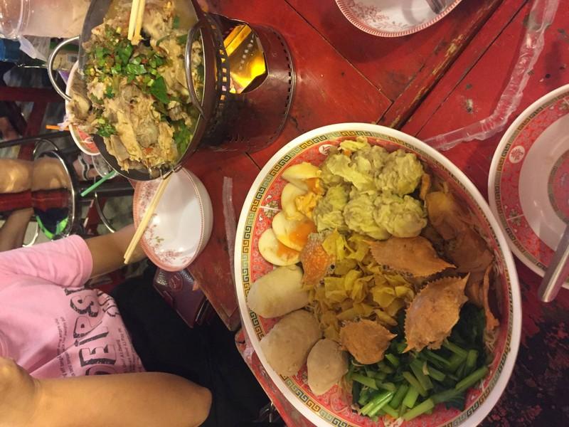 มากินกับเพื่อนๆ ทั้งอร่อยและมีความสุข