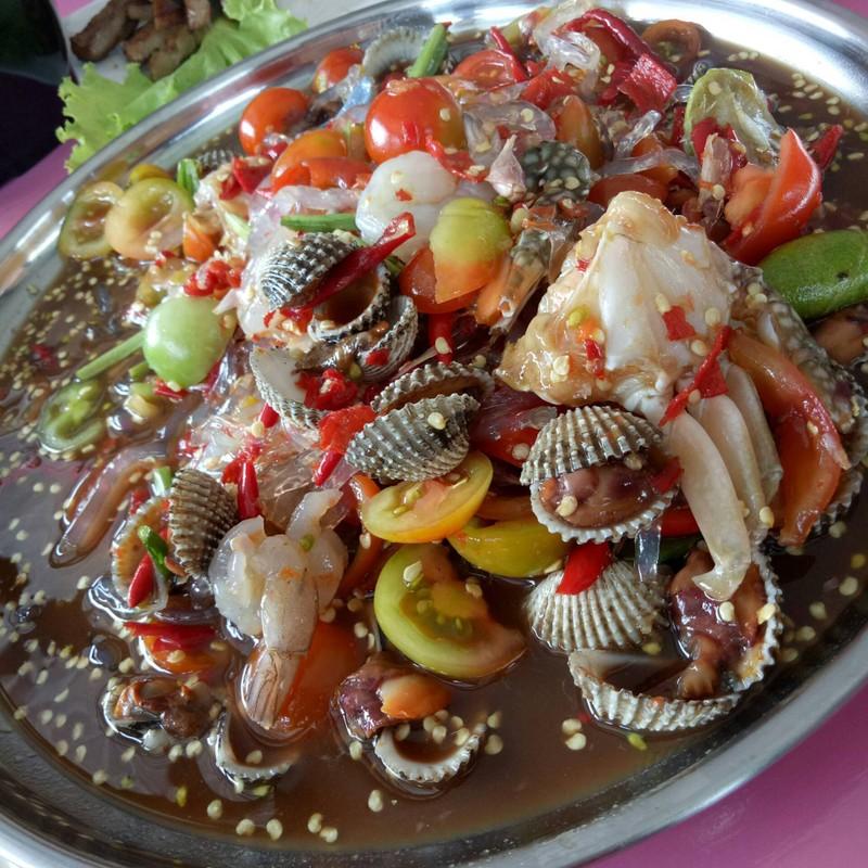 ยำหอยแครงกุ้งสดน้ำปลาร้า
