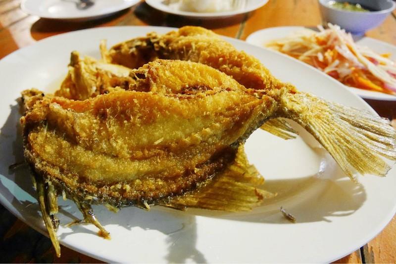อร่อยเหาะ เพราะฟูมากและเนื้อปลาสด รสชาติเค็มหวานกำลังดี กินคู่น้ำจิ้มซีฟู้ด