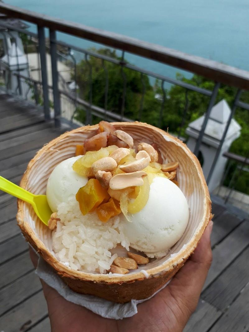 ไอติมมะพร้าวในลูกมะพร้าว