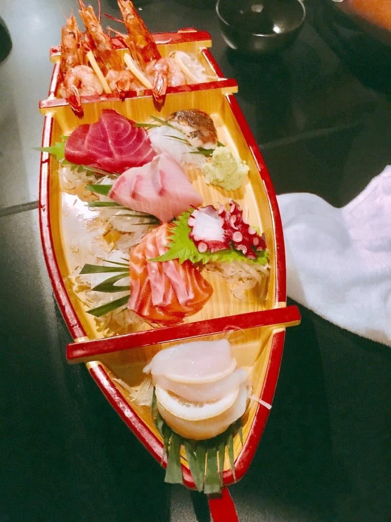 เรือซาชิมิ ใช้ของสดมาก ห้าดาว