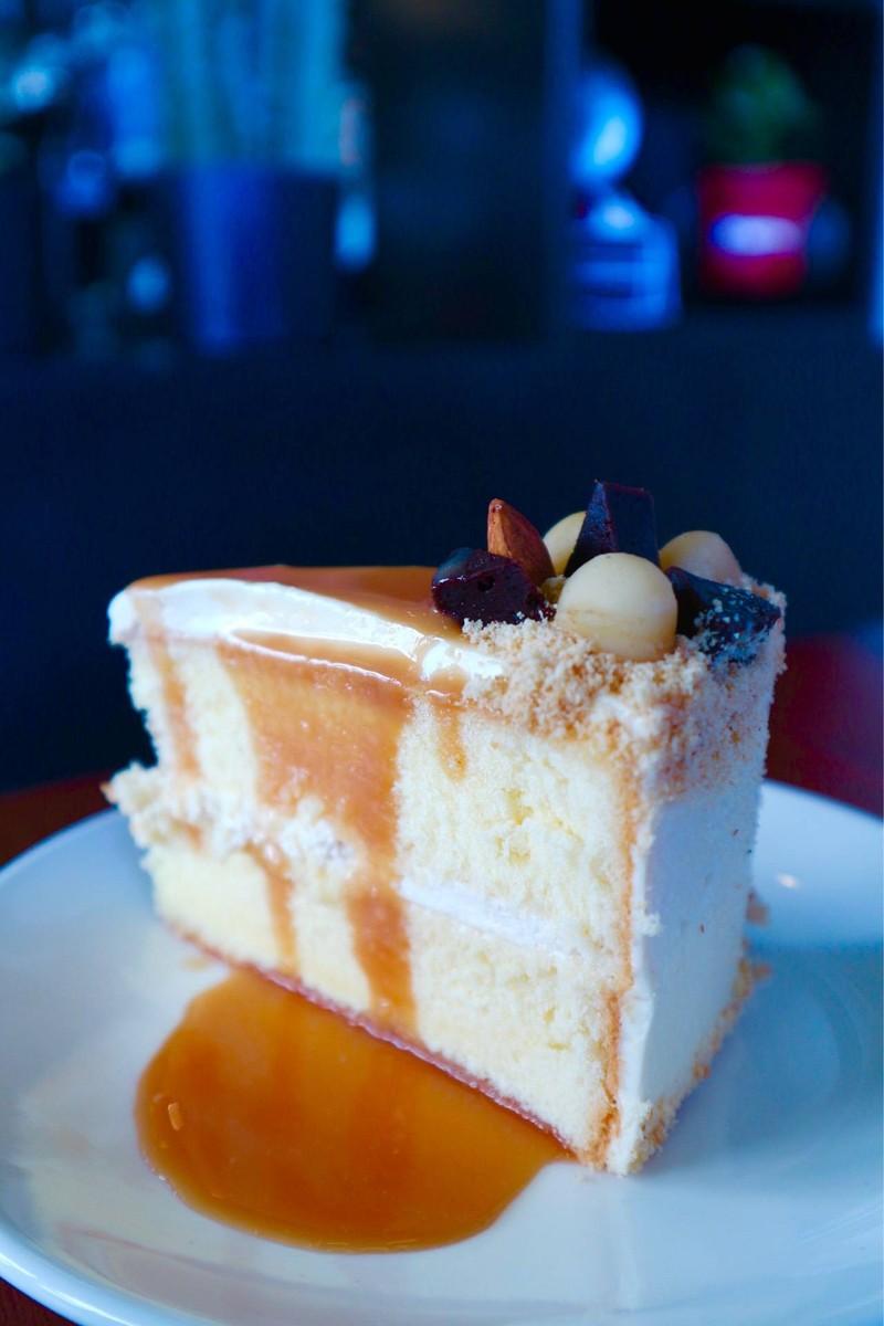 Caramel Maccademia Cake