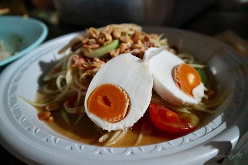 ส้มตำไทยไข่เค็ม