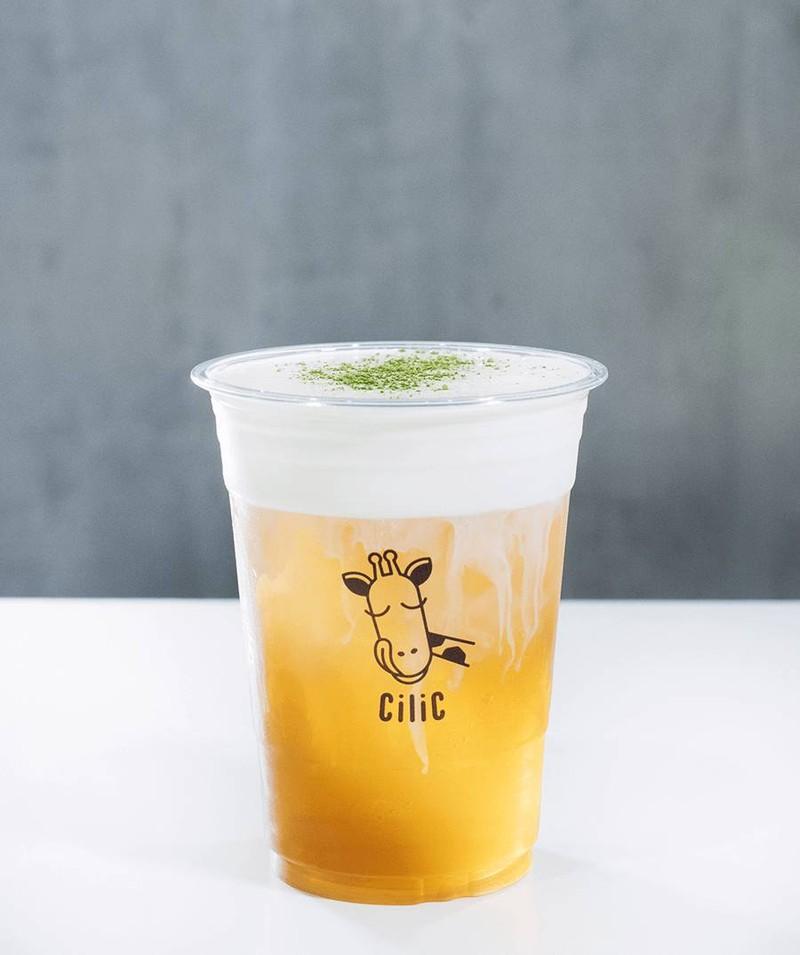 ชามะลิชีสสูตรต้นตำรับ (ยืมภาพจากเพจ Cilic tea เพราะมัวแต่อร่อยจนลืมถ่ายภาพ)