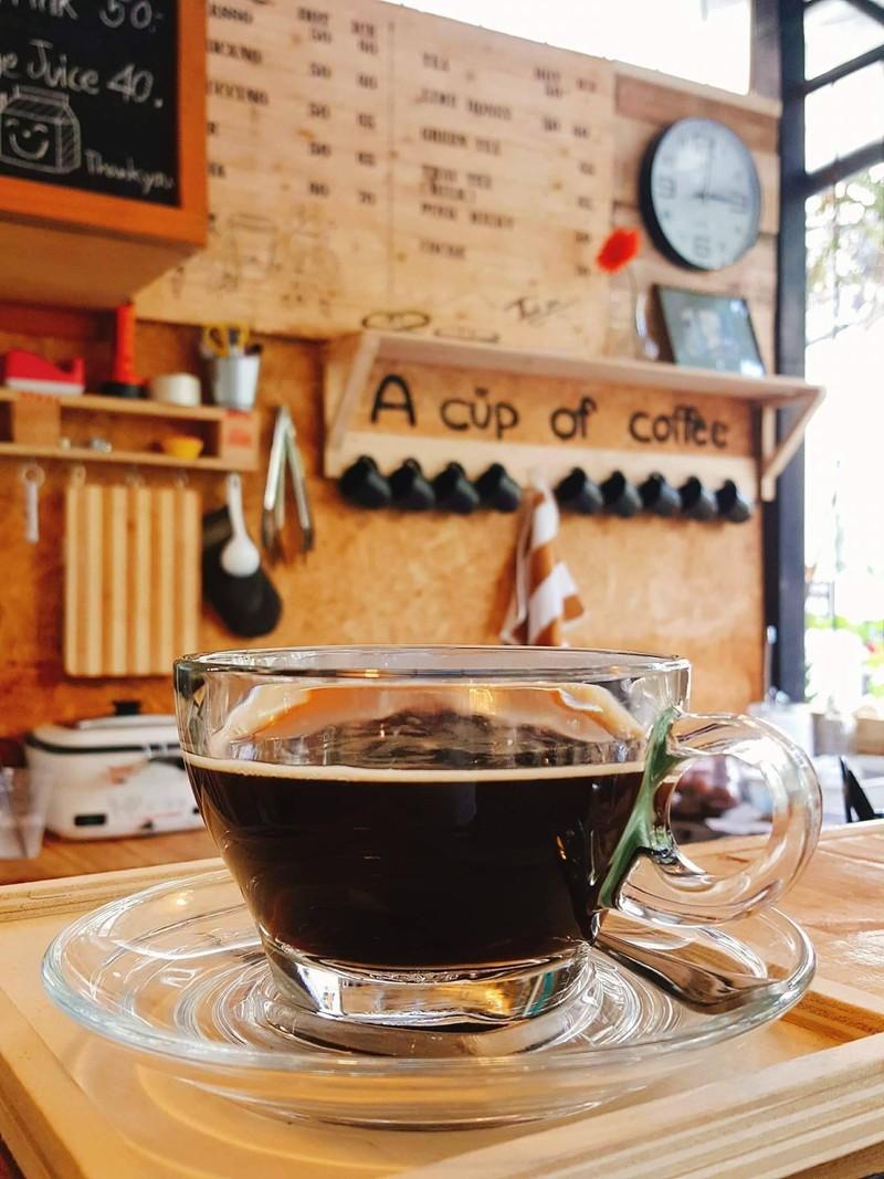อเมริกาโน่ร้อน เล็ดกาแฟจากดอยสะเก็ด คั่วบดหอมกรุ่น รสชาติเข้มถึงใจ