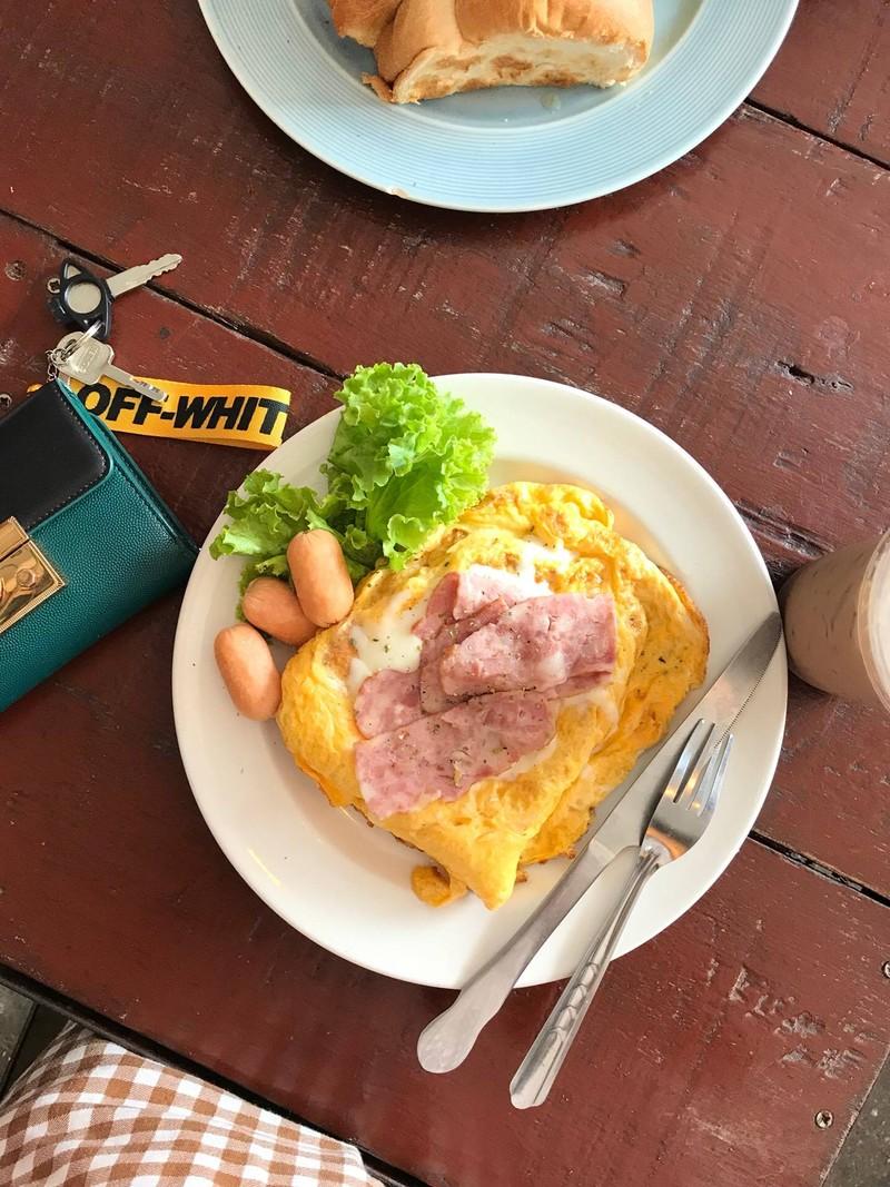 Egg toast หน้าแฮมชีส