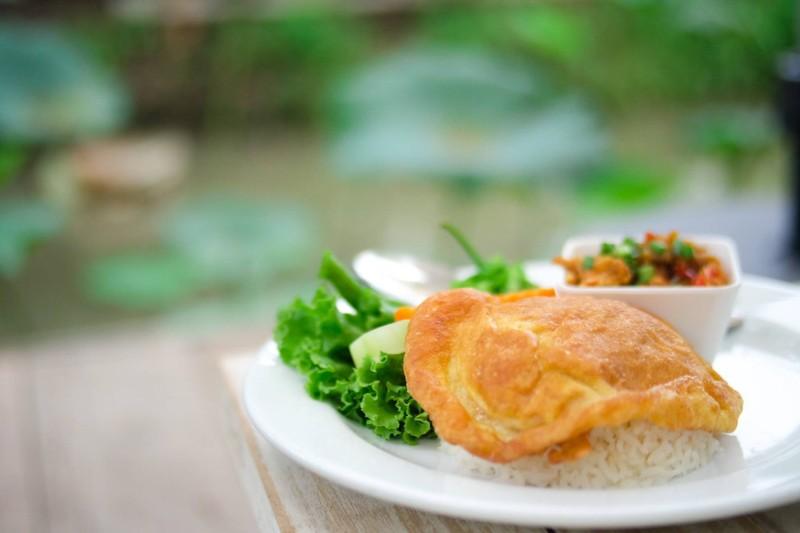 ข้าวไข่เจียว-น้ำพริกเห็ด