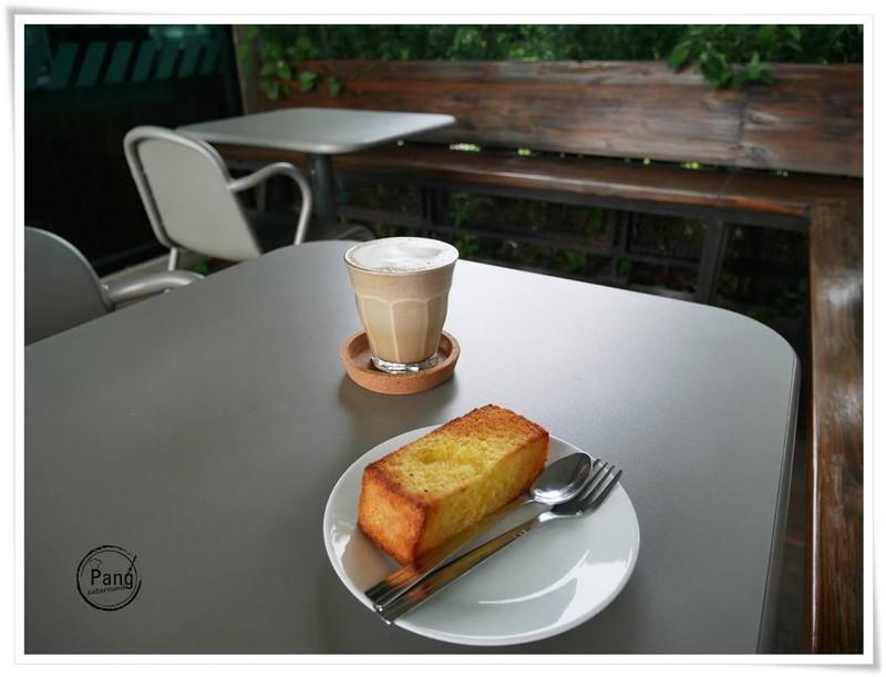 Hojicha Latte & Toast