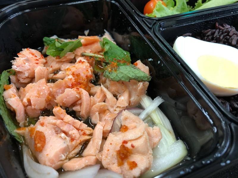ข้าวไรซ์เบอรี่น้ำตกแซลมอนรมควัน+ไข่มะตูม