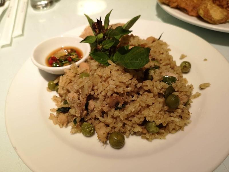 ข้าวผัดแกงเขียวหวานปลาสลิดทอด