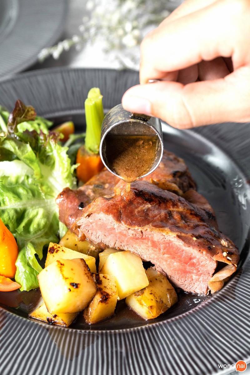 Australian Organic Beef Tenderloin Wrapped in Serrano Ham and Wild Pepper Sauce & Roasted Potatoes