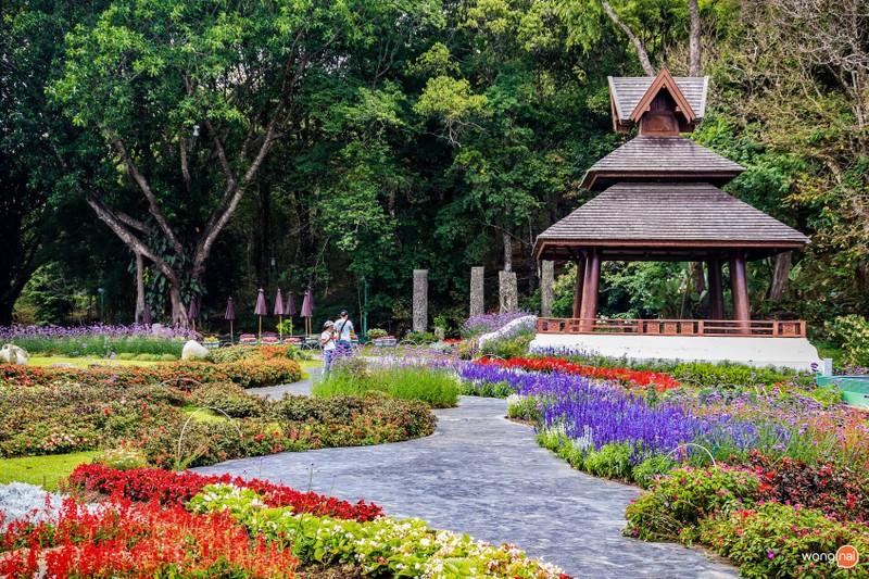 พระตำหนักภูพิงคราชนิเวศน์ ที่เที่ยวเชียงใหม่ จะเลิศมากถ้าไปตอนมี เทศกาลสวนดอกไม้
