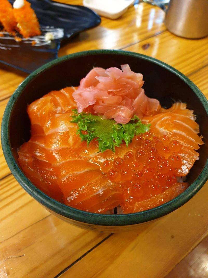 ข้าวหน้าปลาแซลมอน