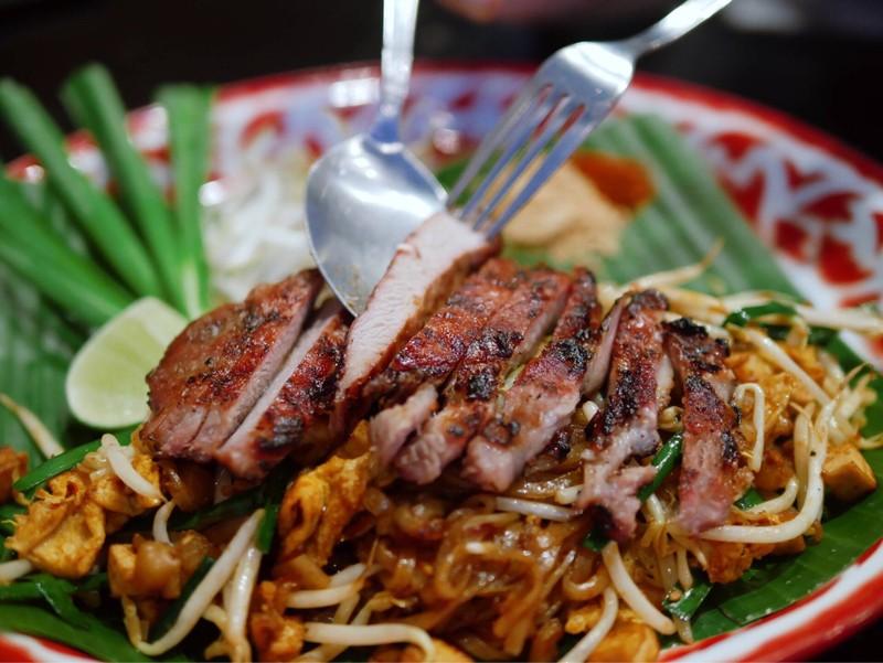 ผัดไทยหมูย่าง