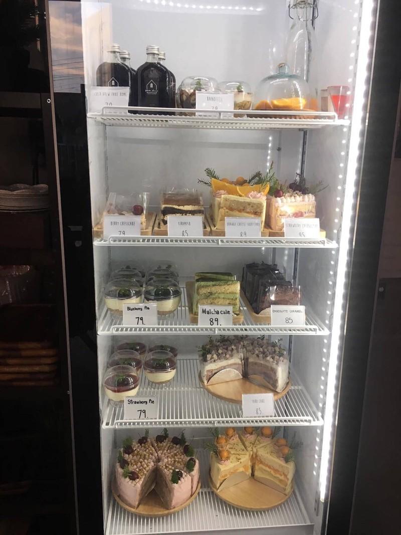 เค้กที่ร้านทำเอง อร่อยมากๆ มีให้เลือกหลากหลาย