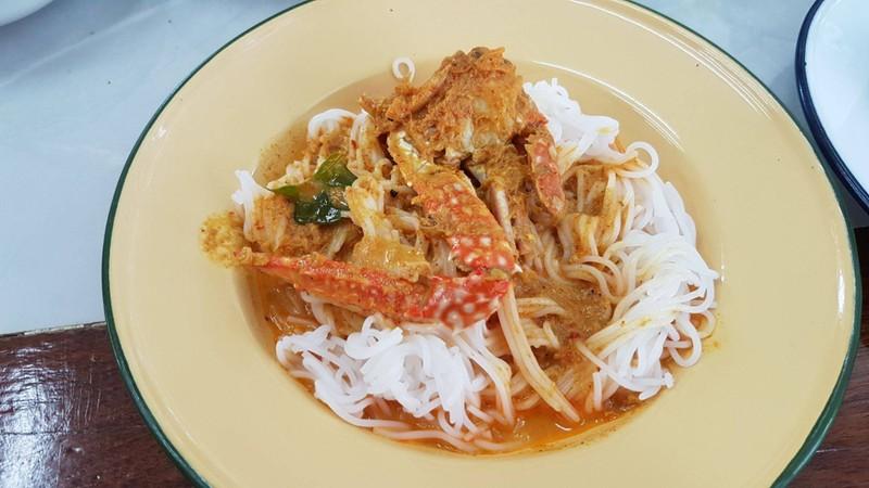 ขนมจีนน้ำยาแกงปู