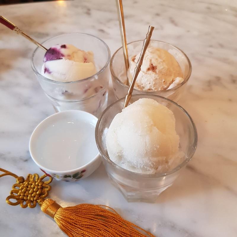 จากซ้ายไปขวา Blue Berry Yogurt, Bailey Caramel Biscuit, Sugar Cane Sorbet