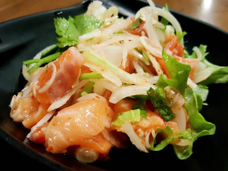 ยำไทยปลาแซลมอน