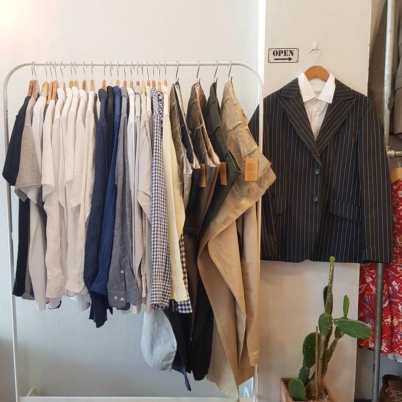 เสื้อเชิ้ตผ้า Oxford /Linen และกางเกงชิโน ยูนิโคล จากญี่ปุ่น ราคาหลักร้อย