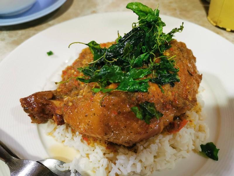 ข้าวไก่ทอดราดซอสกระเพรากรอบ##1