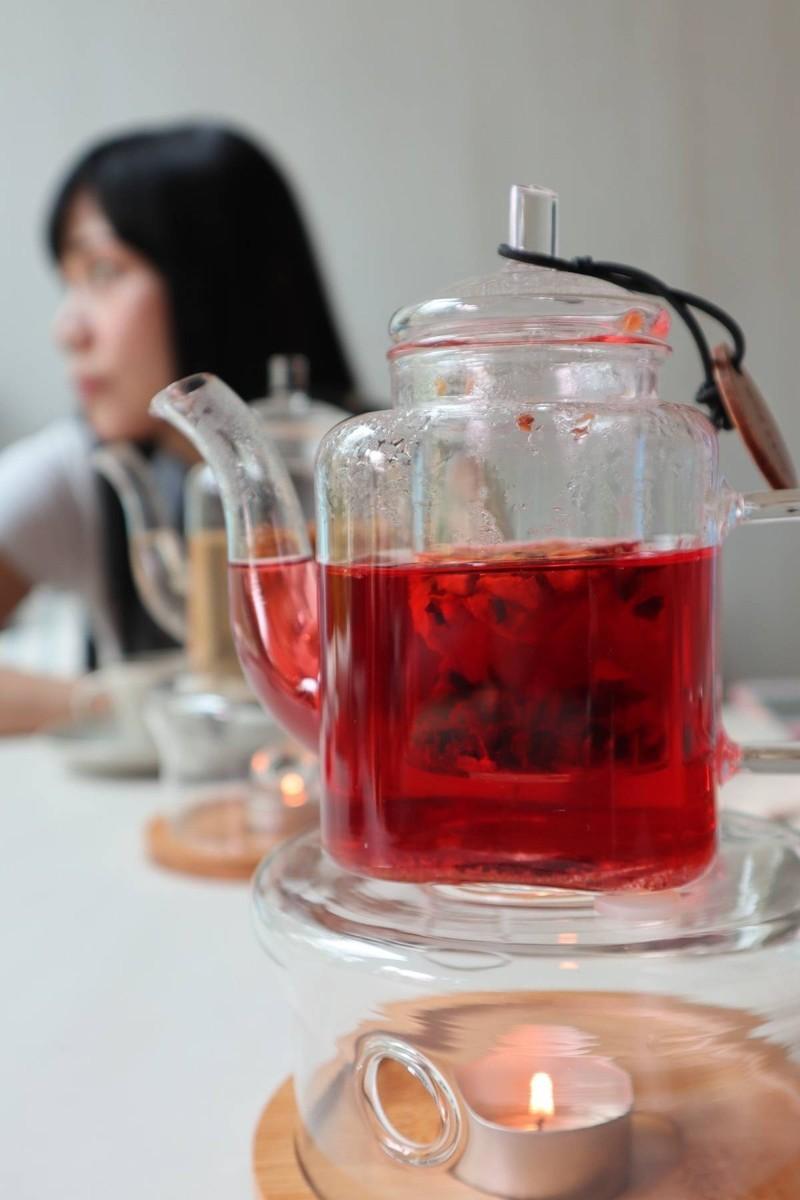 ชาผลไม้ อยู่ในเซ็ Afternoon tea set จะได้ 2 กา