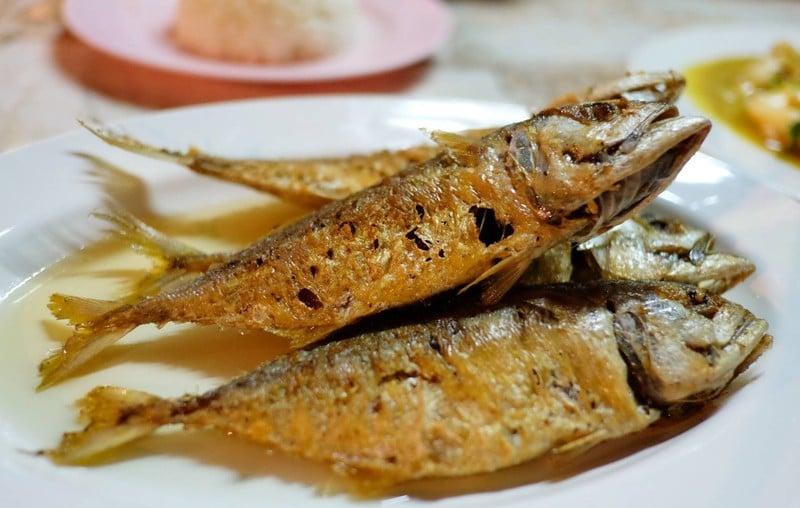 ปลาทูทอดราดน้ำปลา.