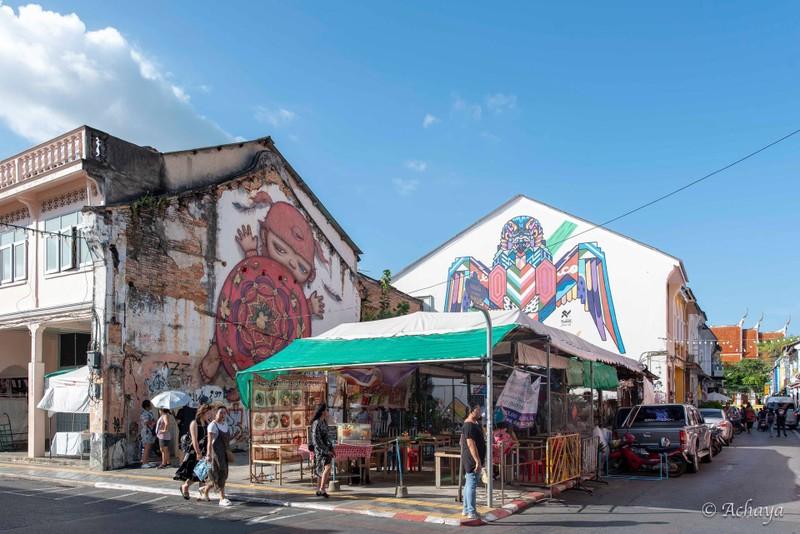 Street Art รูปน้อง Mardi ขนมเต่าสีแดง และนกอินทรีย์