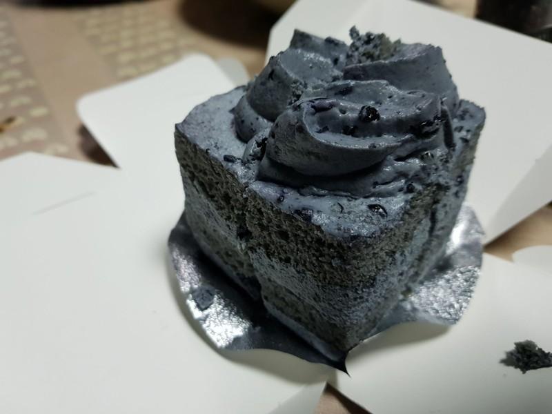 เค้กข้าวสีนิล