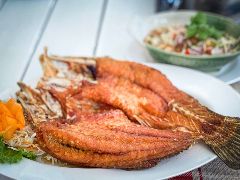 ปลากระพงทอดนำ้ปลา + ยำมะม่วง