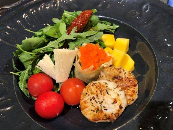 Mango Scallop Salad