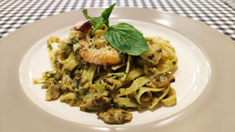 Seafood Fettuccine Pesto ซีฟู้ดเฟสตูชินี่ครีมเพสโต้