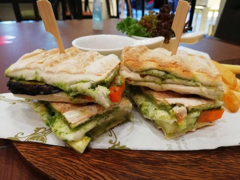 Mozzarella & Roasted Vegetable Panini ราคา 320 บาท+