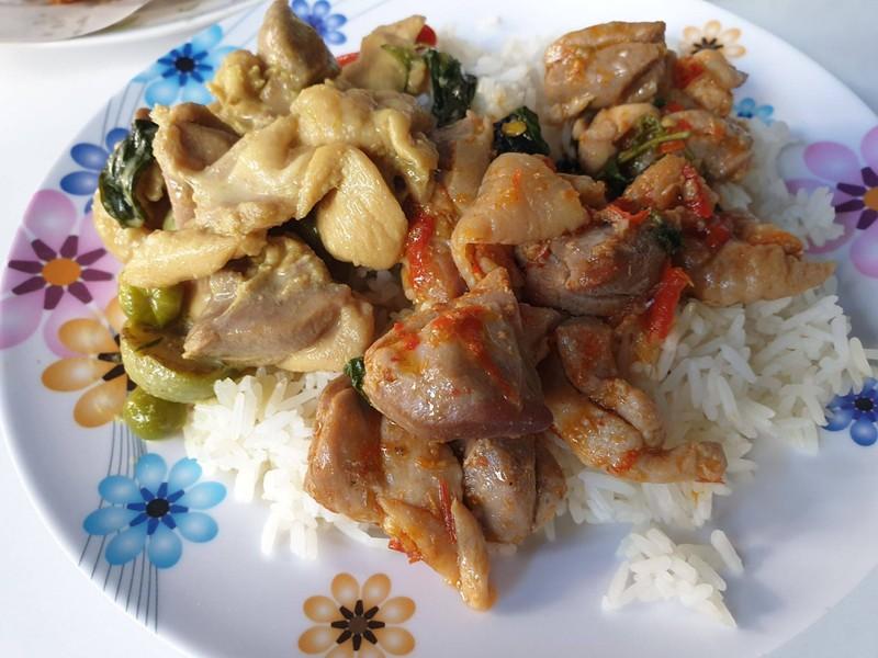 ข้าวแกงเขียวหวานผัดเผ็ดไก่