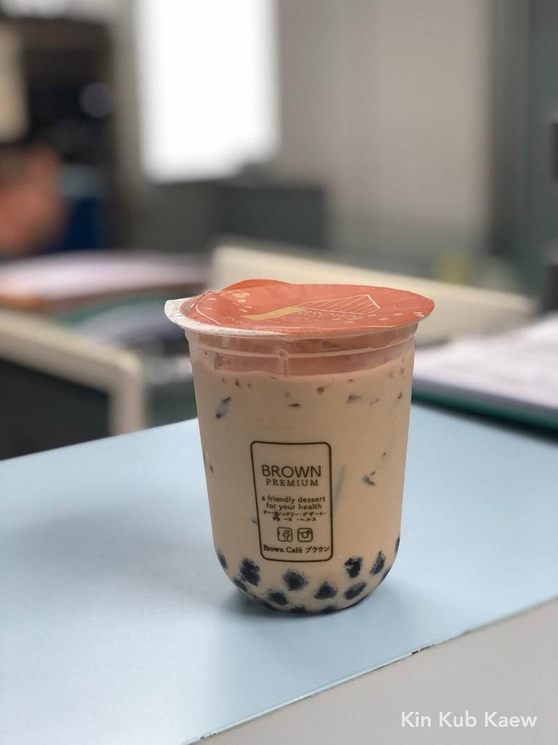 Brown Royal Premium Milk Tea by glass