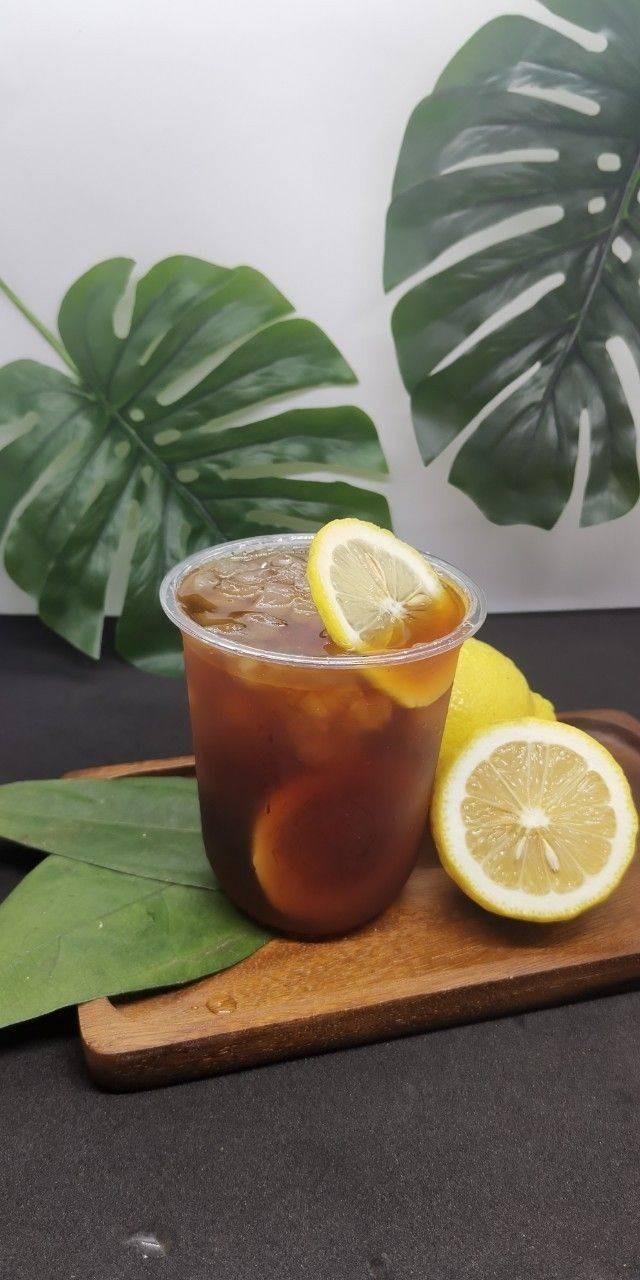 กาแฟไม่มีคาเฟอีนจากโคลัมเบียคั่วอ่อนดริปเสริฟกับเลมอน เหมาะสำหรับผู้ที่ต้องการลด
