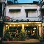 Hor-Nok-Hook Cafe' (ฮ [ฮอ-นก-ฮูก] คาเฟ่) ข้างสถานีรถไฟหัวลำโพง