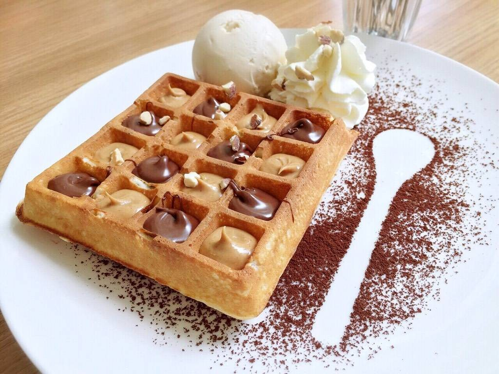 Nutty Ice-cream Waffle