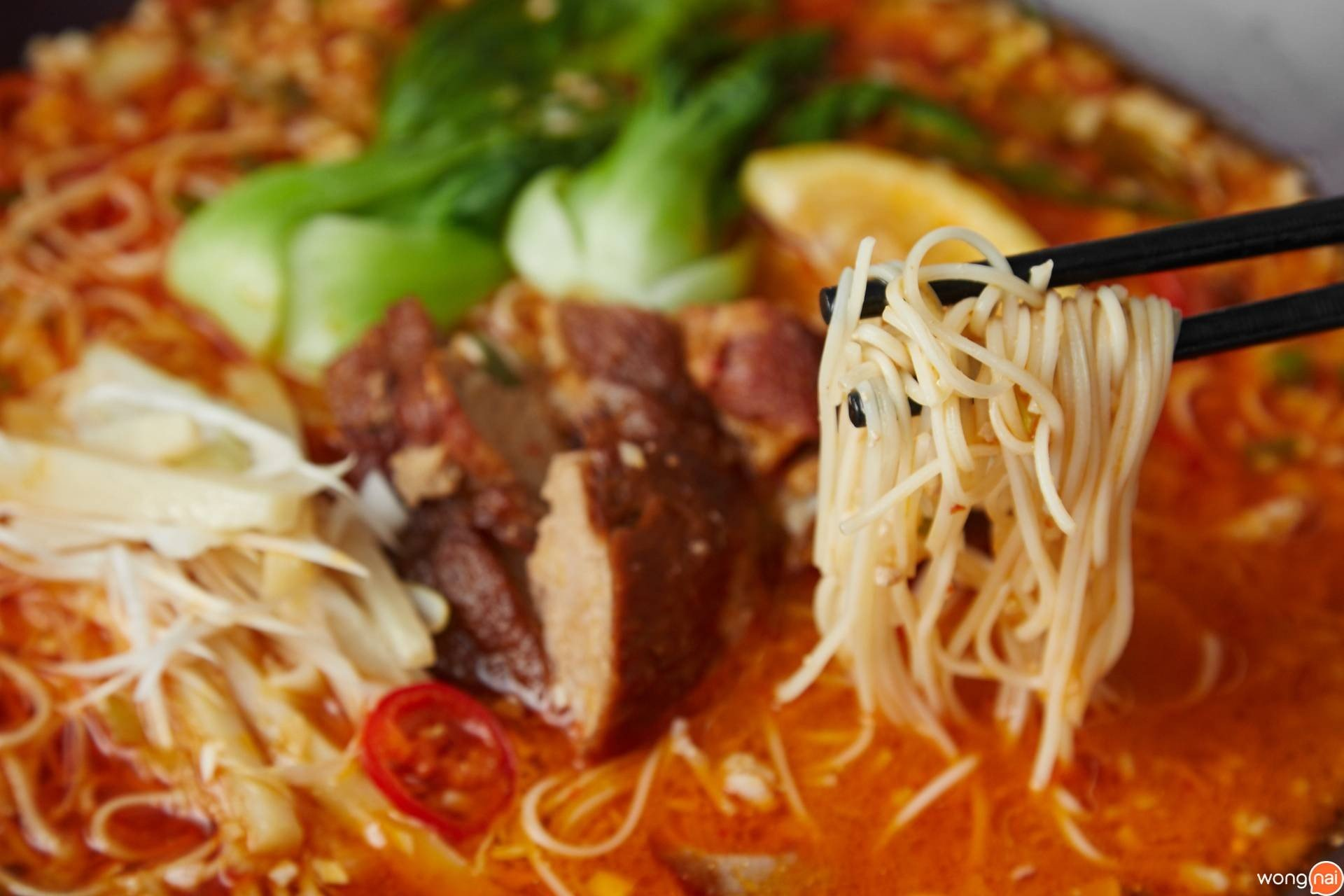 """Piririn Noodle With Cherry Tomatos and Fried Pork Ribs"" ของร้าน ""Miyu Ginza"""