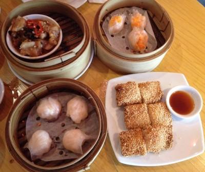 เกาลูน (Kowloon) โรงแรมฮอลิเดย์อินน์ สีลม